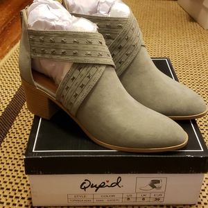 NWT Qupid sage booties sz 8